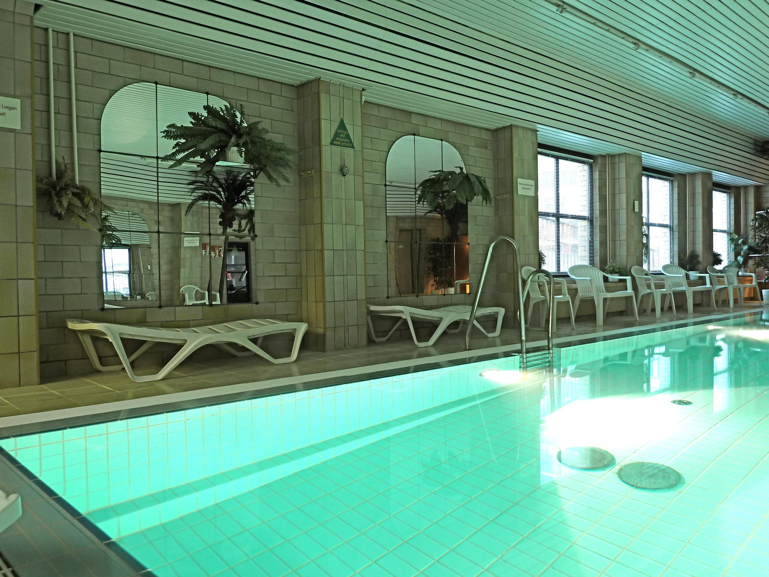 warmwasser schwimm u hallenbad berlin pankow prenzlauer berg ytti. Black Bedroom Furniture Sets. Home Design Ideas