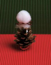 basteln mit tannenzapfen wichtel und weihnachtsm nner ytti. Black Bedroom Furniture Sets. Home Design Ideas
