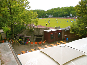 bierrgarten-golgatha-berlin-fussball-300