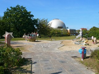 spielplatz-zeiss-grosplanetarium-berlin-prenzlauer-berg