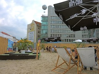 charlies-beach-hi-flyer-berlin-mitte-checkpoint-charly