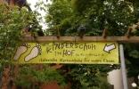 der-kinderschuh-im-hof-berlin-prenzlauer-berg-2