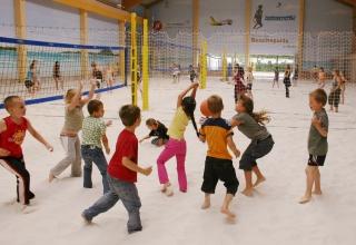 indoor-beach-center-berlin-ball-schnur-2