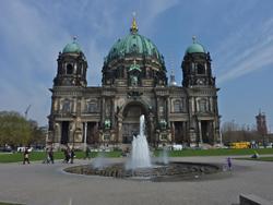 berliner-dom-250