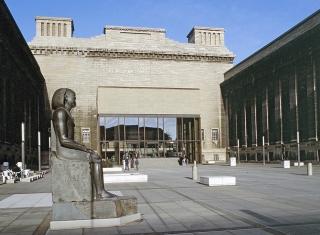 eingang-pergamonmuseum-berlin-mitte-museumsinsel