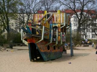 Freizeittipp Spielplatz Helmholtzplatz In Berlin Prenzlauer Berg Ytti
