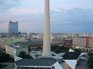 fernsehturm-berlin-unten