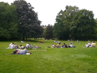 liegewiese-viktoriapark-berlin-kreuzberg
