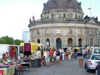 Antik Und Buchmarkt Am Bodemuseum Ytti De Empfehlungsportal Ytti