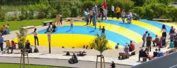 Spargelhof Klaistow- Buschmann und Winkelmann_Spielplatz mit großem Huepfkissen