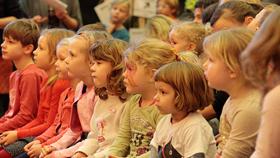 kinder kinder alles theater kindertheaterfest im fez berlin kinder berlin tram mitmachen. Black Bedroom Furniture Sets. Home Design Ideas