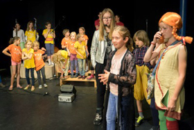Friedrichshainer Spatzen Kindermusical Major Tommy auf Erde 2