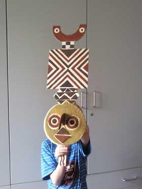 REGENMASKEN - Masken aus Holz, Sand und Pigmenten bauen