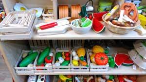 Puppenwagen, Lauflernräder, Schaukelpferde – Holzspielzeuge – im Spielzeugladen Katalka