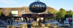 FEZ-Überraschungen für Kinder zum Kindertagin Berlin: Wasser sprudelt aus dem Brunnen und Pflanzen gibt's gratis!