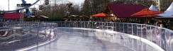 Eislaufen-Berlin-Eisbahnen-karussell-neptunbrunnen-3
