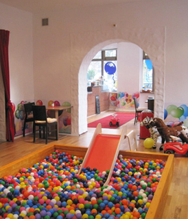kindergeburtstag feiern im kindercaf ballon berlin prenzlauer. Black Bedroom Furniture Sets. Home Design Ideas
